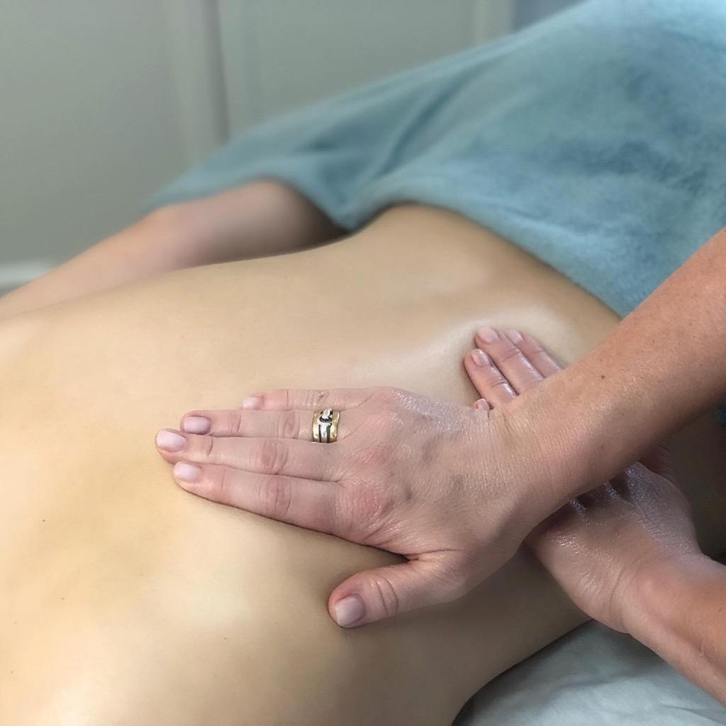 Massage og kropsbehandlinger hos Hasseris Skin Lounge