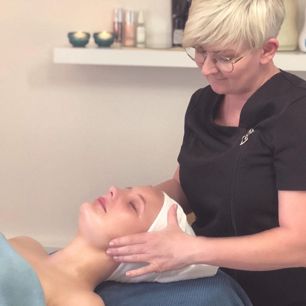 Hvorfor vælge en professionel ansigtsbehandling?