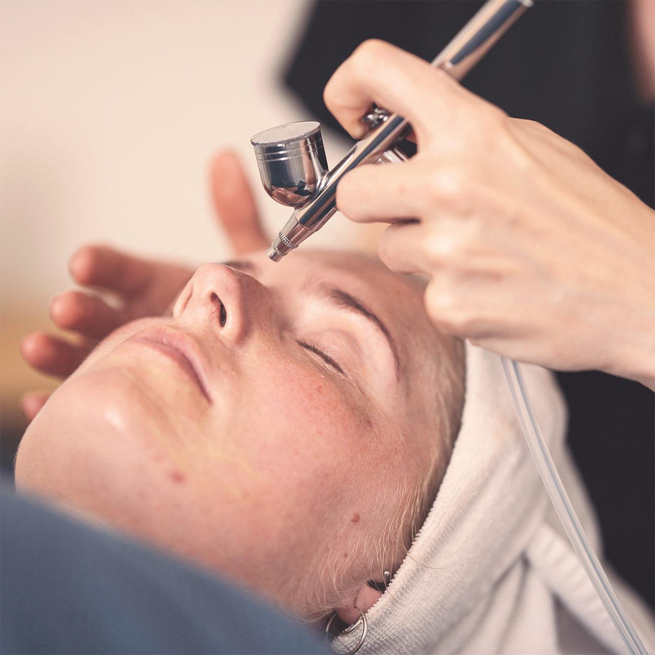 Oxygenbehandling hos Hasseris Skin Lounge