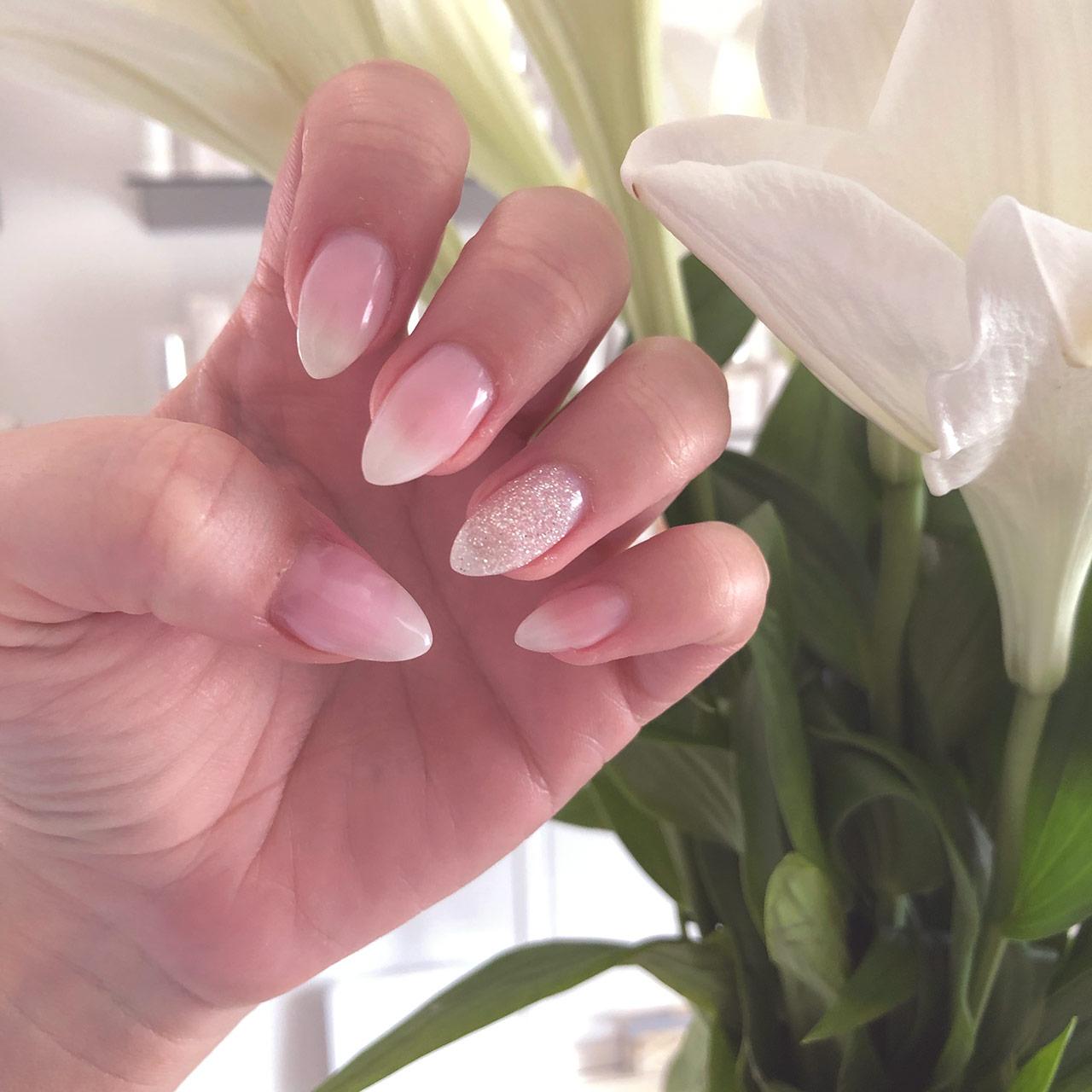 Smukke negle hos Hasseris Skin Lounge