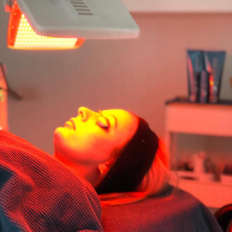 dermaSEMITA LED Lysbehandling hos Hasseris Skin Lounge
